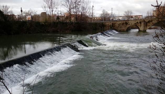 La presa rota, con el barrio de San Jorge al fondo.