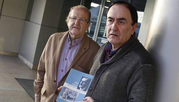Javier Álvarez Caperochipi (autor) y Salvador Gutiérrez Alcántara.