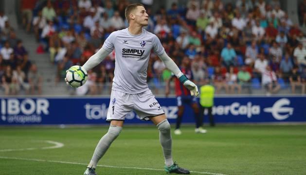 El guardameta ribero del Huesca, Álex Remiro, ha jugado los 23 partidos de esta temporada y es el segundo mejor arquero de la categoría.