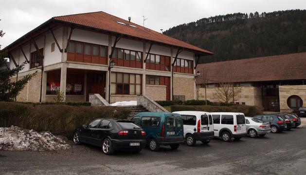 Casa del Valle de Salazar, ubicada en Ezcároz y sede de la Junta.