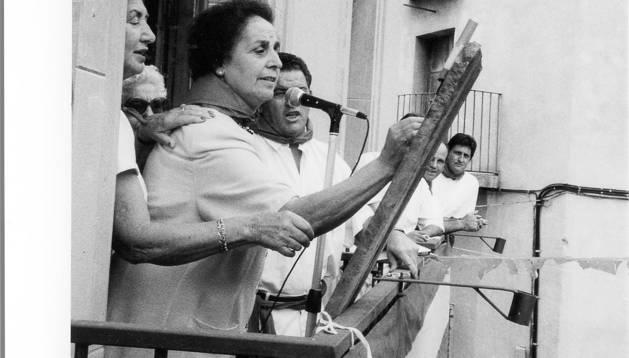Manuela Rebolé ocupó parte de las páginas de Diario de Navarra el 9 de septiembre de 1992, precisamente por haber prendido la mecha del chupinazo de fiestas de su pueblo, Cáseda.