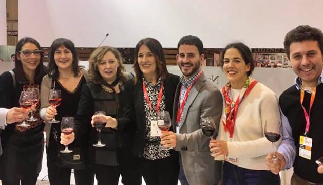 Representantes de la Zona Media en Fitur, con la consejera Isabel Elizalde.