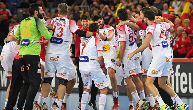 Los jugadores de la selección española celebran el triunfo ante Francia en la semifinal