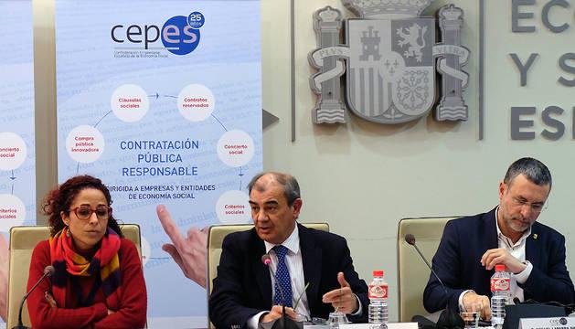El vicepresidente Laparra, a la derecha, en una jornada sobe contratación pública responsable, en Madrid.