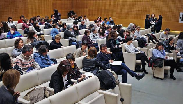 Imagen del salón de actos de Civican, que se llenó este sábado para asistir a la charla del psicopedagogo.