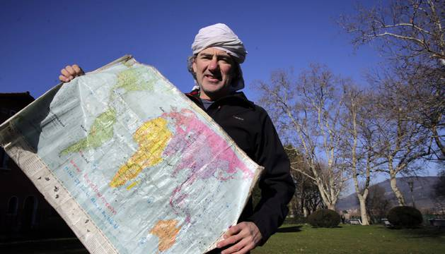 Alvaro Neil ha pedaleado unos 178.000 kilómetros de 117 países. Ayer, en la Media Luna de Pamplona.