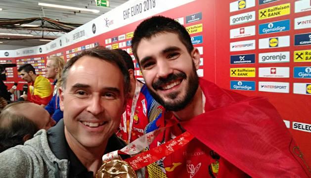Javier Izu, junto a Eduardo Gurbindo.