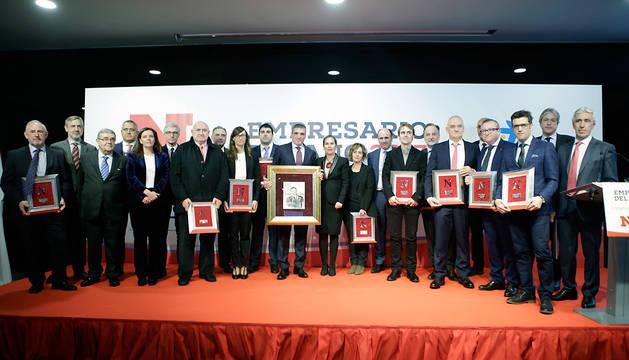 Benito Jiménez Cambra, junto a Barkos y Ayerdi y el resto de nominados al Premio Empresario de 2017.