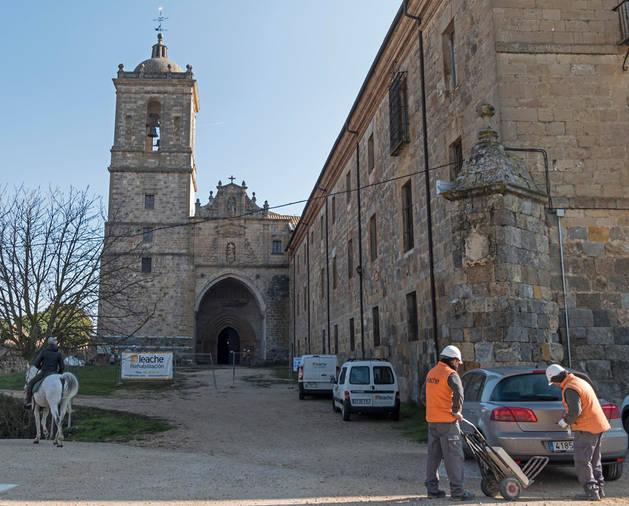Imagen del Monasterio de Irache este miércoles con las obras que la nueva adjudicataria ha puesto en marcha estos días.