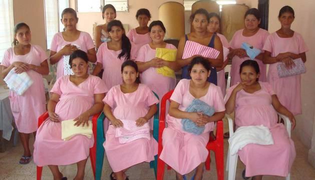 Algunas de las mujeres del hogar Santa Rosa de Honduras.