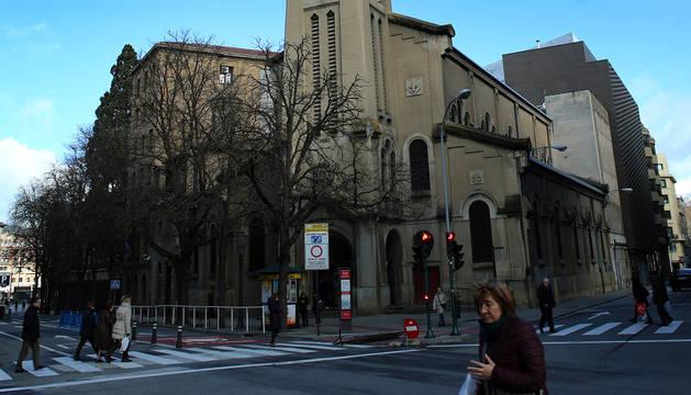 En el centro, la iglesia; a la izquierda, la pequeña basílica de San Ignacio, y a la derecha, la que fue comunidad de los Redentoristas.