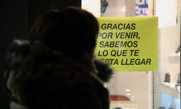 Uno de los carteles críticos con el plan de amabilización del Ayuntamiento de Pamplona.