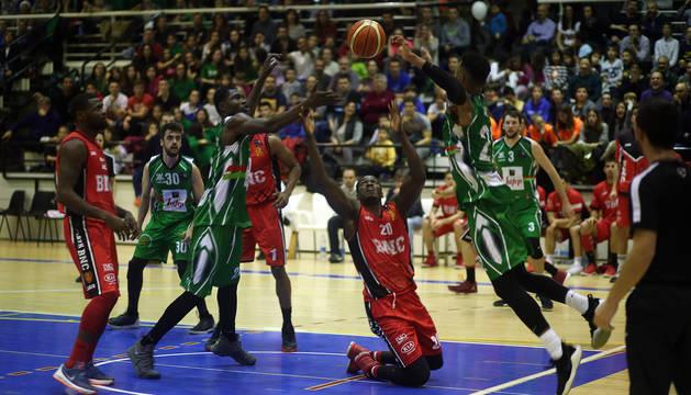 El Basket Navarra, en un partido anterior, cayó ayer en Murcia.