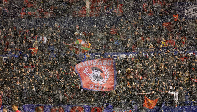 Una vista de Graderío Sur el pasado viernes mientras nevaba en la segunda parte del partido contra el Rayo Vallecano.