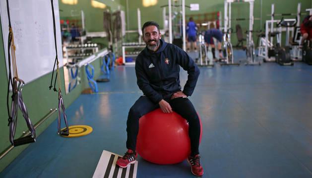 Imagen de Pepe Conde en el gimnasio de las instalaciones de Tajonar. Desde esta temporada, es un espacio que se usa con bastante más frecuencia.