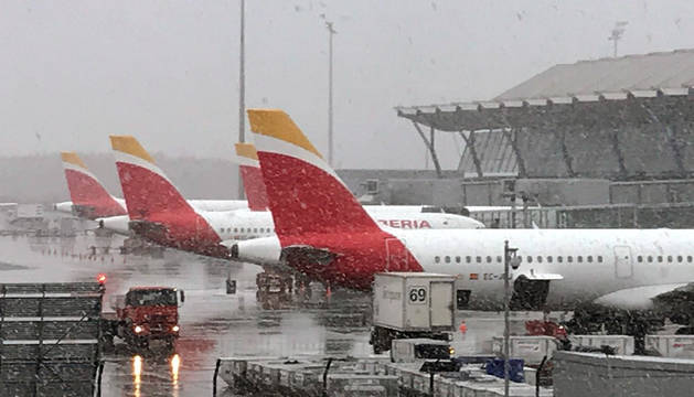Aeropuerto Adolfo Suárez Madrid-Barajas, donde el temporal ha obligado a cerrar dos de las cuatro pistas.