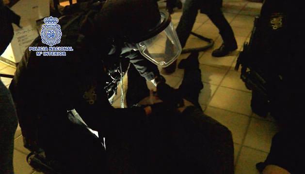 Cae Sito Miñanco en una macrooperación antidroga con varios policías heridos