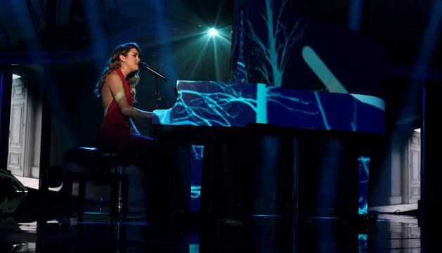 Amaia Romero, durante su interpretación del tema Miedo en la final del lunes.
