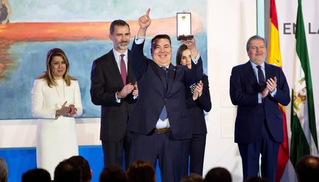 El Orfeón recibe la Medalla de Oro de las Bellas Artes de manos del rey Felipe