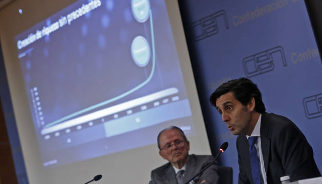 José María Álvarez-Pallete, presidente ejecutivo de Telefónica. Detrás, José León Taberna, presidente de Institución Futuro