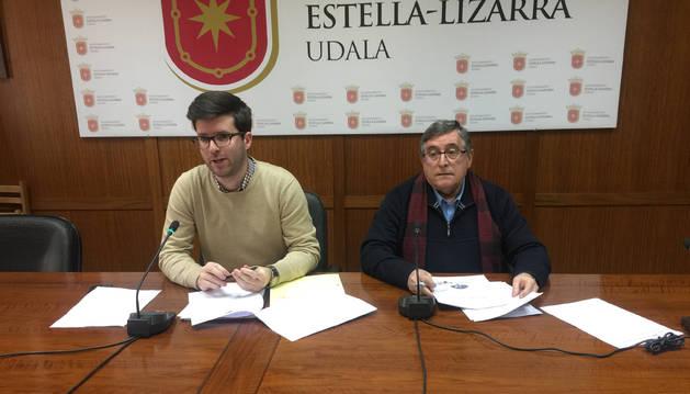 Pablo Ezcurra y Ricardo Gómez de Segura, ayer en el salón de plenos.