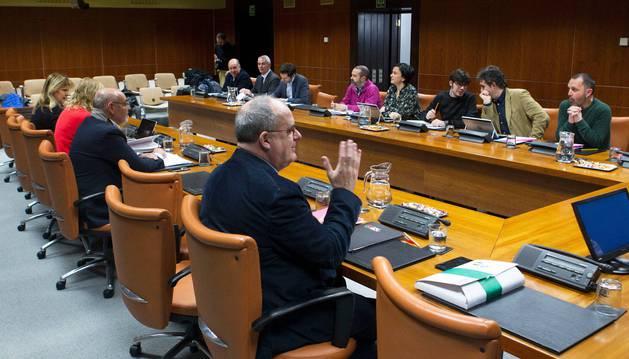 Reunión de la ponencia del Parlamento vasco que aborda el autogobierno de Euskadi.