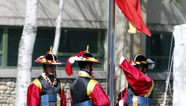 Izada la bandera española en la Villa Olímpica de PyeongChang (Corea del Sur)