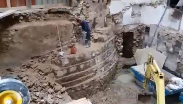 Restos de la torre en la excavación del edificio en la Plaza del Castillo.