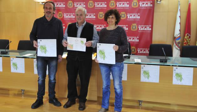 Desde la izda., Arturo Goldaracena, Jacinto Goñi, y Pili Etxeberria en la presentación de las ferias.