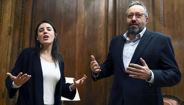 Los portavoces parlamentarios de Ciudadanos y Podemos, Juan Carlos Girauta e Irene Montero, durante la reunión que han mantenido este jueves en el Congreso.