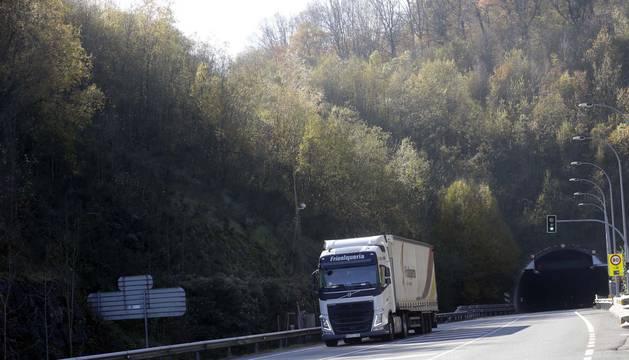 Ayuntamientos defenderán la obligación de desviar los camiones de Belate por la A-15
