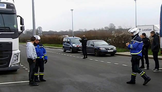 Convoy de camiones de la Guardia Civil con documentos de ETA.