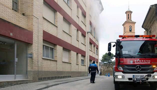 El incendio se ha producido en un tercer piso de la calle Lizarra.