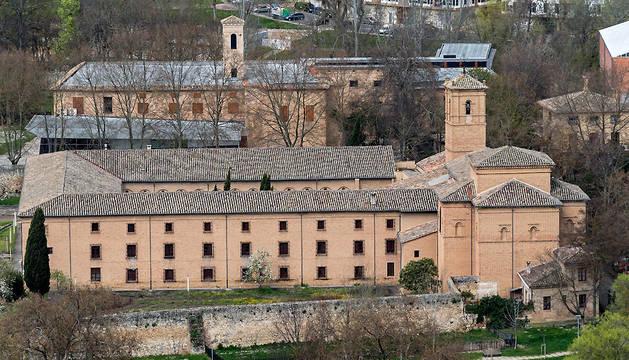Conventos de Santa Clara y de San Benito, al fondo.