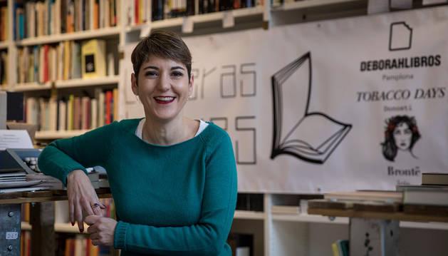 En la imagen, Katixa Castellano. Ella está al frente de la librería pamplonesa Deborahlibros.