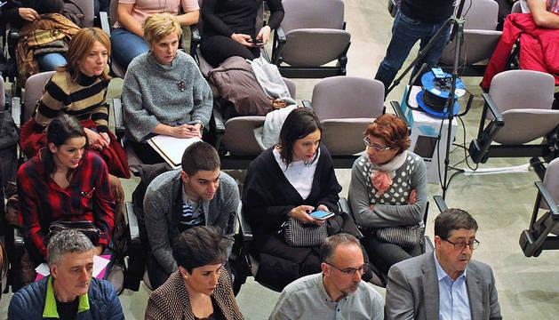 Imagen de la sala del departamento de Educación donde se celebró el sorteo en el caso de familias con los mismos puntos.