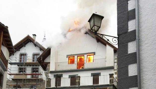 Un incendio afecta a una vivienda en Ochagavía