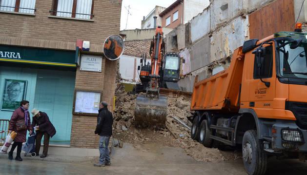 Los trabajos de demolición del viejo inmueble del nº 2 de la calle Dorotea acabarán esta semana.