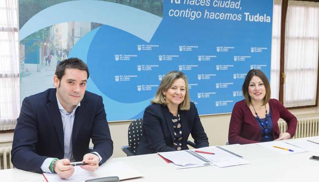 En la imagen, de izda. a dcha.: Ignacio Ortega Muruzábal, Ana Cañada Zarranz y Sofía Pardo Huguet.