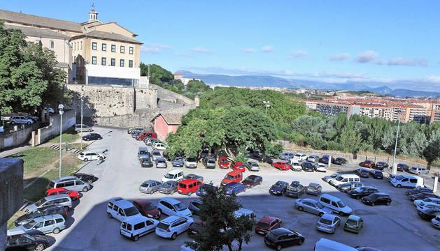 Imagen de la explanada de las Huertas de Santo Domingo donde se proyecta el aparcamiento y polideportivo.