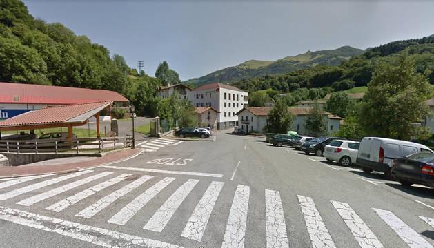 Al fondo de la imagen, la residencia Amavir en Betelu.