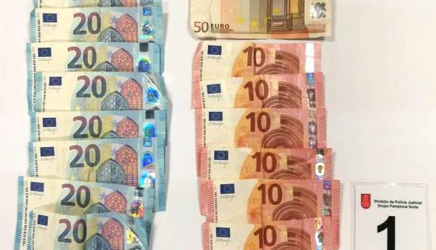 Dinero intervenido a los ladrones