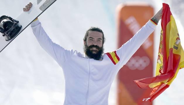 Hernández celebra la medalla lograda en los Juegos Olímpicos de invierno de Pyeongchang