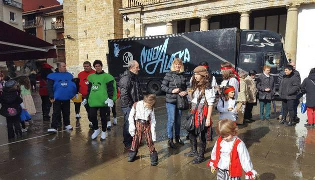 Alsasua 'parla catalá' en su Sábado de Piñata de Carnaval