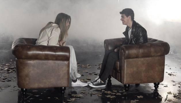 Amaia y Alfred, durante el videoclip