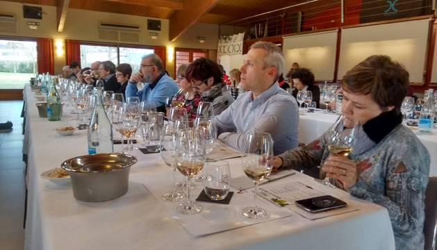 Momento de la clase sobre vinos blancos realizada en el hotel Don Carlos por la denominación Navarra a la que asistieron 70 hosteleros.