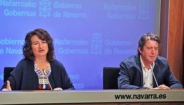 La directora gerente del ISPLN, Mª José Pérez Jarauta, y el jefe de la Sección de Enfermedades Transmisibles y Vacunaciones, Aurelio Barricarte, en una rueda de prensa anterior.