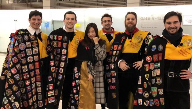 Miembros de la Tuna de Medicina durante su viaje a Corea del Sur