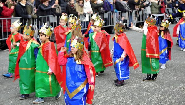 Los alumnos del colegio Marqués de la Real Defensa, Escolapios e ikastola celebransus desfiles de carnaval porcuatro días
