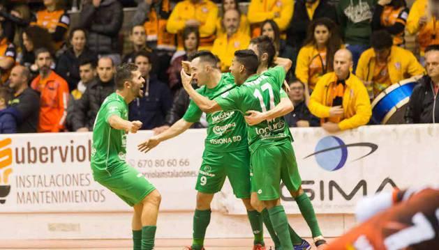 Rafa Usín, Saldise, Bynho y Roberto Martil celebran uno de los goles anotados ayer en el Ciudad de Tudela